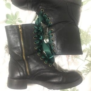 Brash Lace Up Boots 😍
